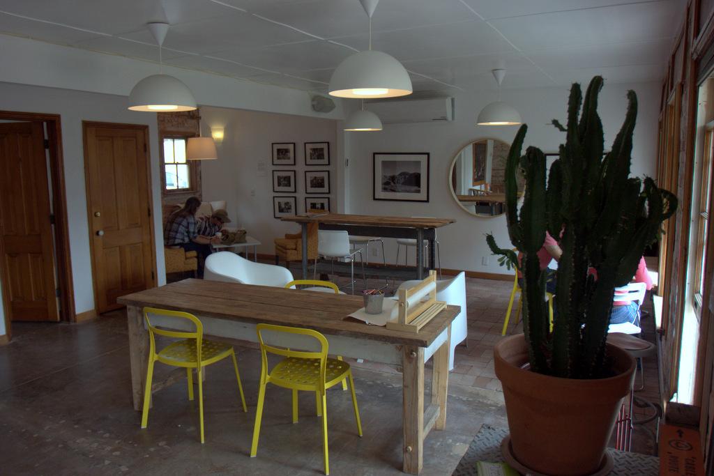 shine-coffee-room